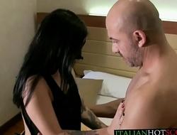 Porno italiano - bellissima mora spompina Rambetto Stefanin