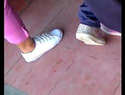 Chica nalgona de pantalon rosa