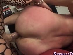 Transsex babe fucks ass