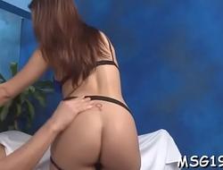 Stunner in pantyhose sucks wang